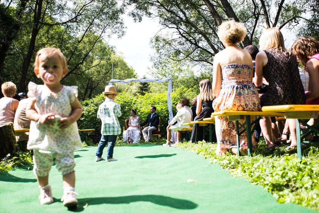 Langweilien sich im Normalfall zu Tode in Trauungen und rennen daher rum (völlig zurecht ;)): Kinder ;) Foto: Steven Herrschaft