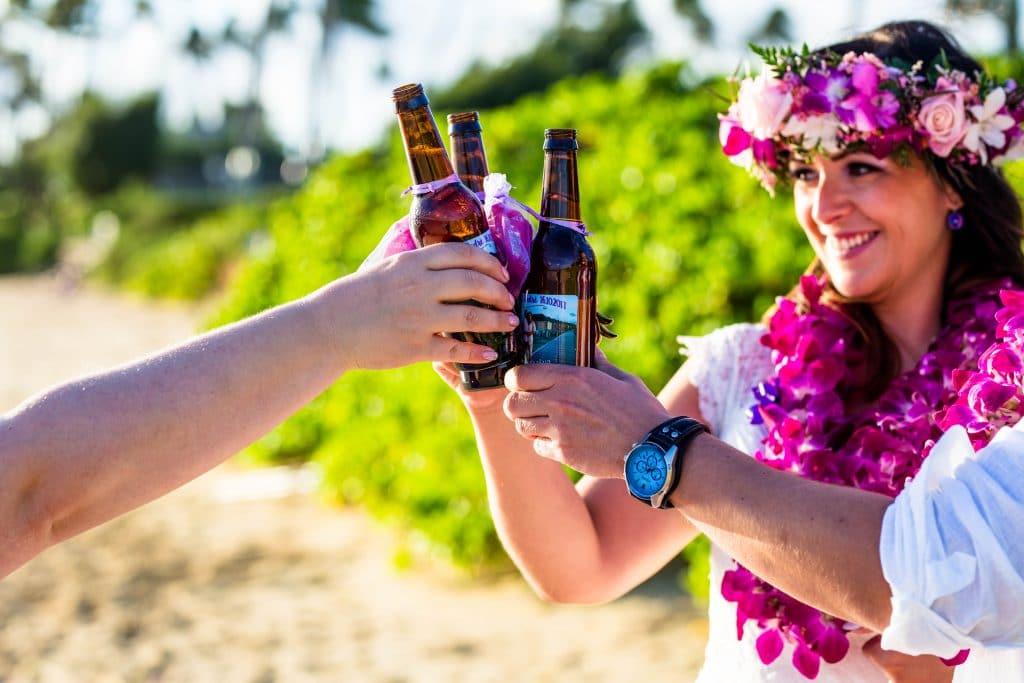 Es gibt kein Bier auf Hawaii? Stimmt nicht, das Brautpaar hatte aber vorsichtshalber welches dabei ;)