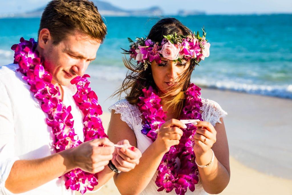 freie trauung uhrzeit morgens am strand auf hawaii mit friederike delong