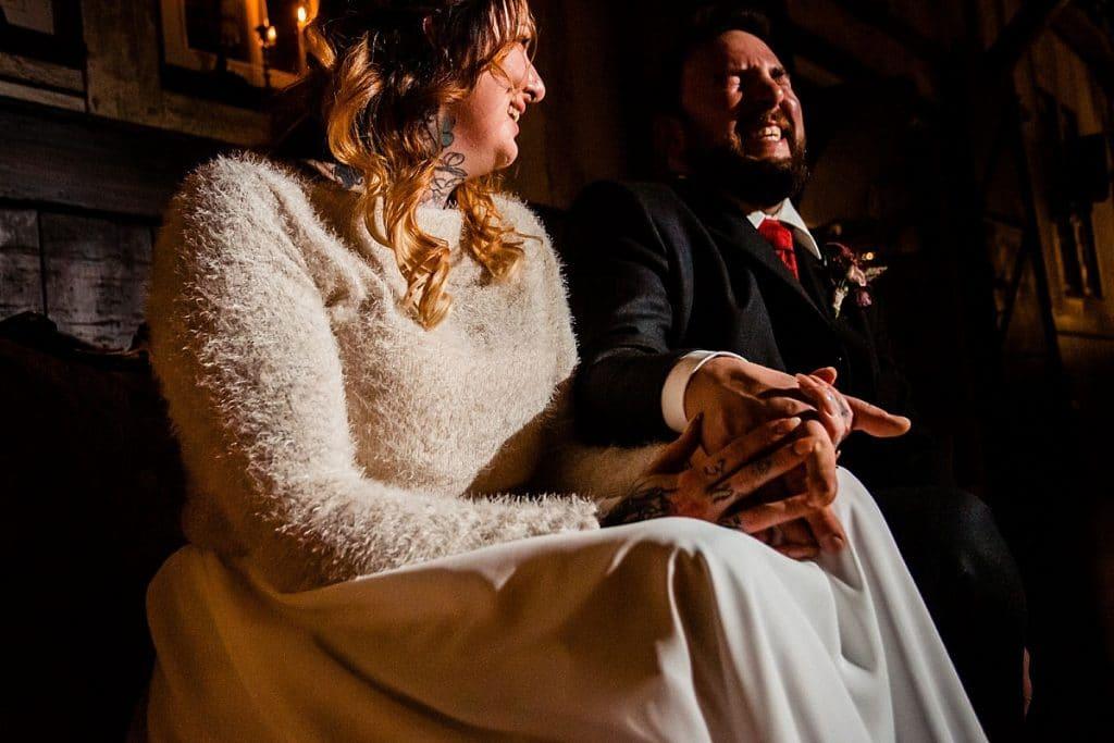Brautpaar bei Bekräftigungszeremonie BEZZI mit freie Trauung bei Hochzeit mit Traurednerin Trautante Friederike Delong von Hochzeitsfotograf Steven Herrschaft